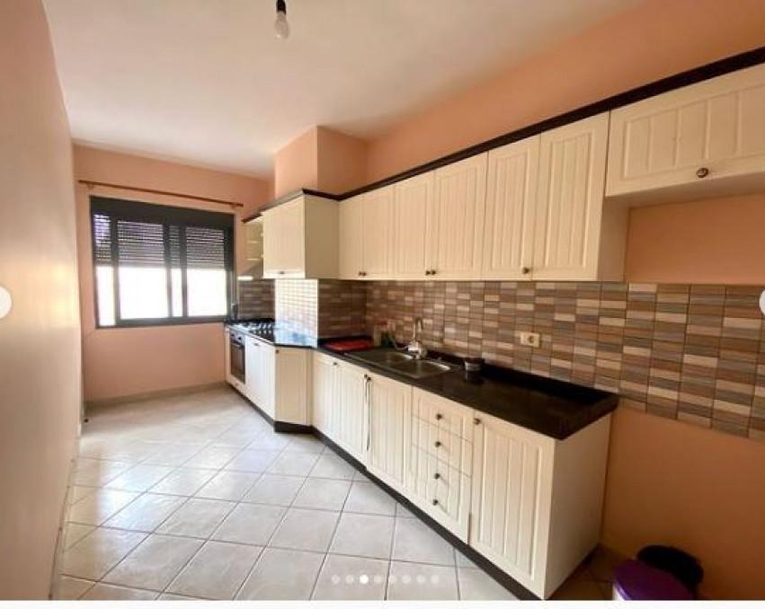 Apartament me qira 2+1 Durres